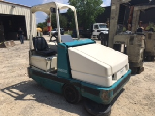 Tenant Model 6500 Lp fuel Floorsweeper (Everything works)
