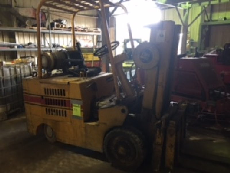 Baker Triple Mast LP forklift. (573 hours listed, meter not working?)