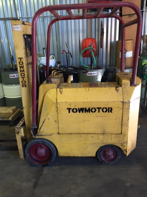 Tow motor forklift Model 350S 9 foot lift 2000lb. Cap. Gasoline fueled