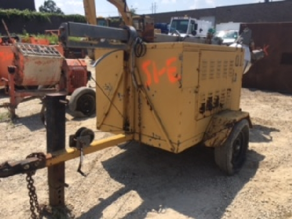 Kubota D850 diesel light plant. Item condition unknown. 4 lights. Needs tire