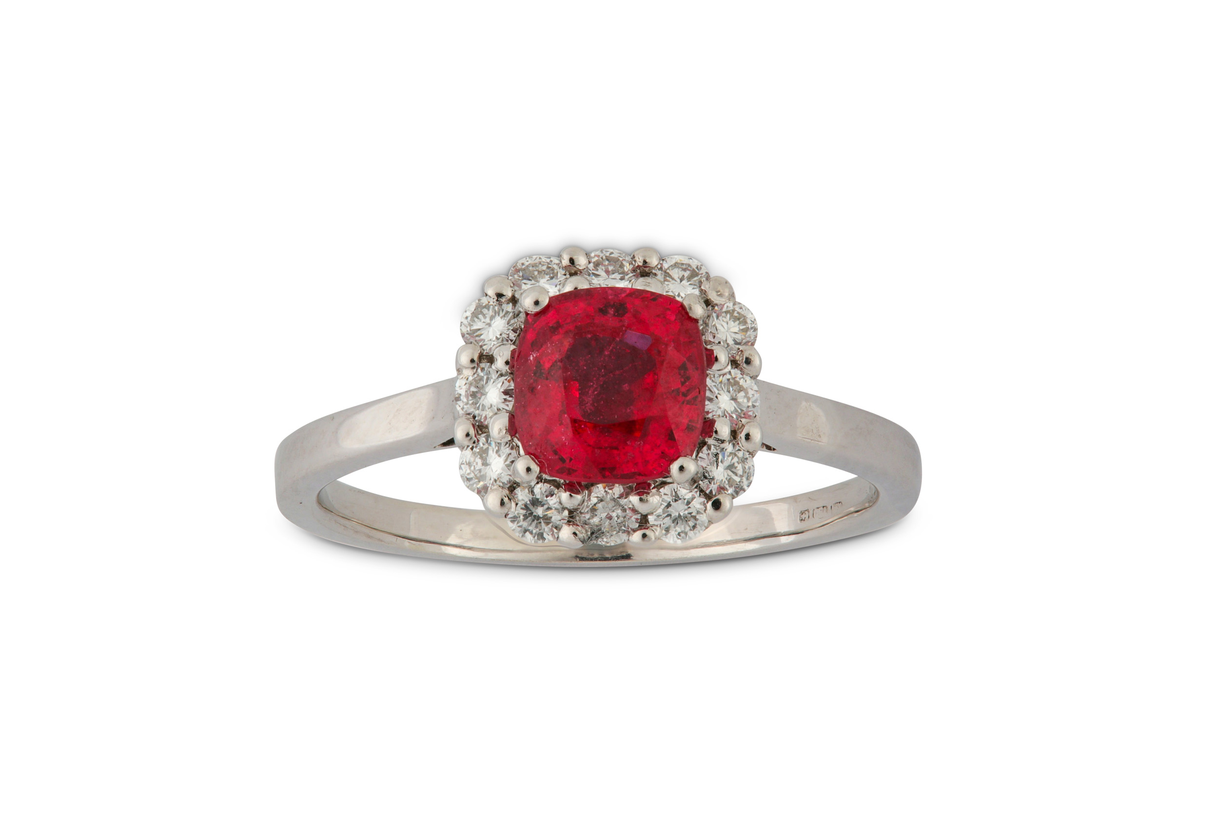 Lot 46 - A red spinel and diamond cluster ring