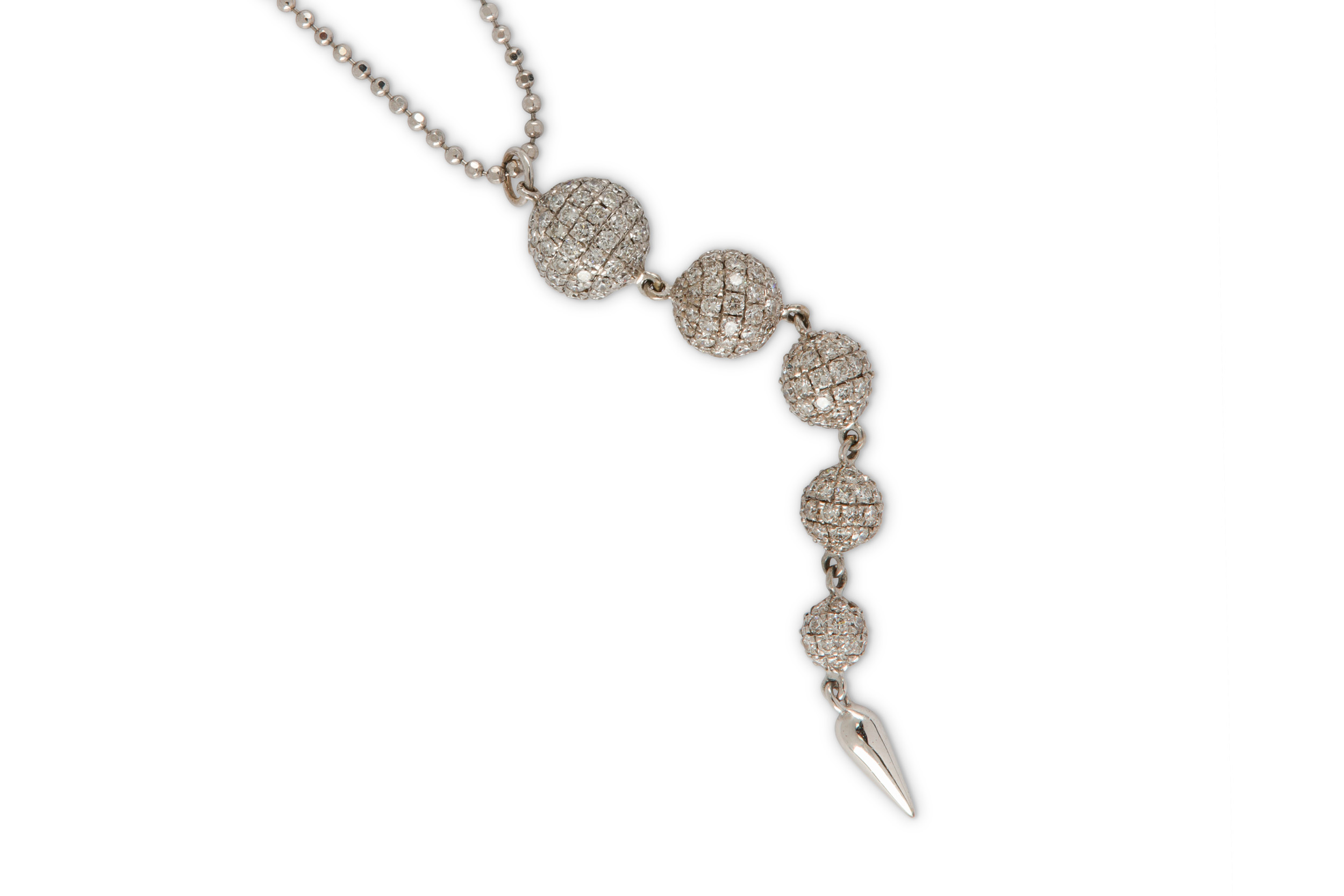 Lot 30 - A diamond pendant necklace