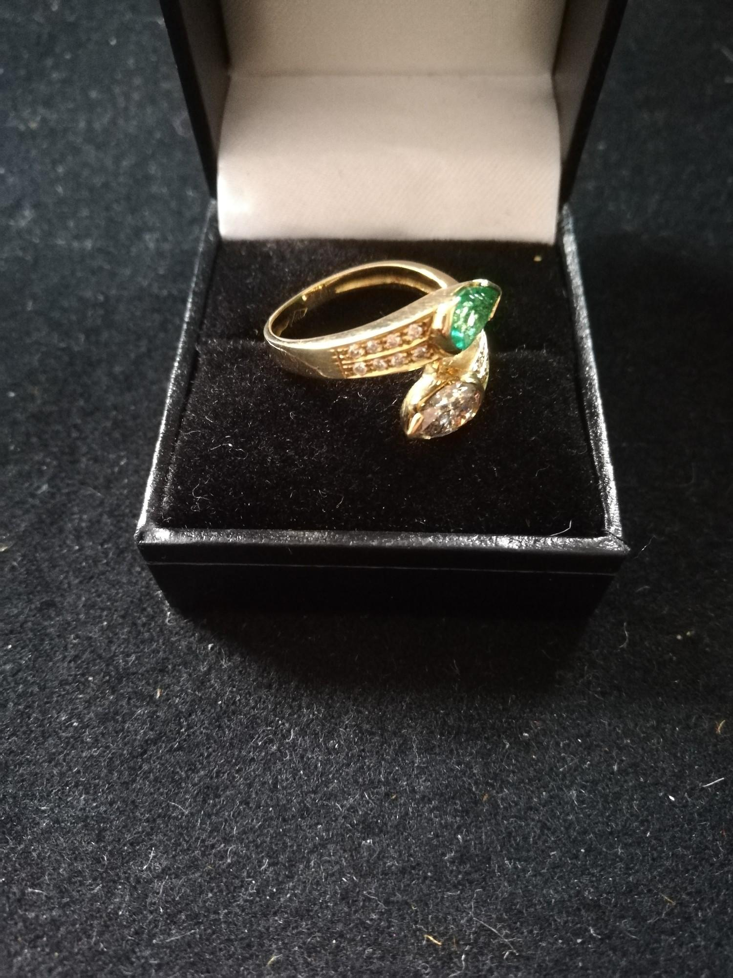 Emerald and Diamond pear shaped stones crossover ring - Image 3 of 4