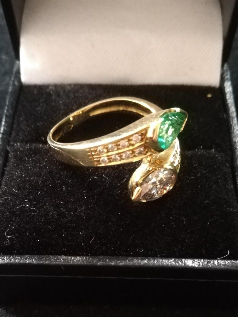 Emerald and Diamond pear shaped stones crossover ring - Image 4 of 4