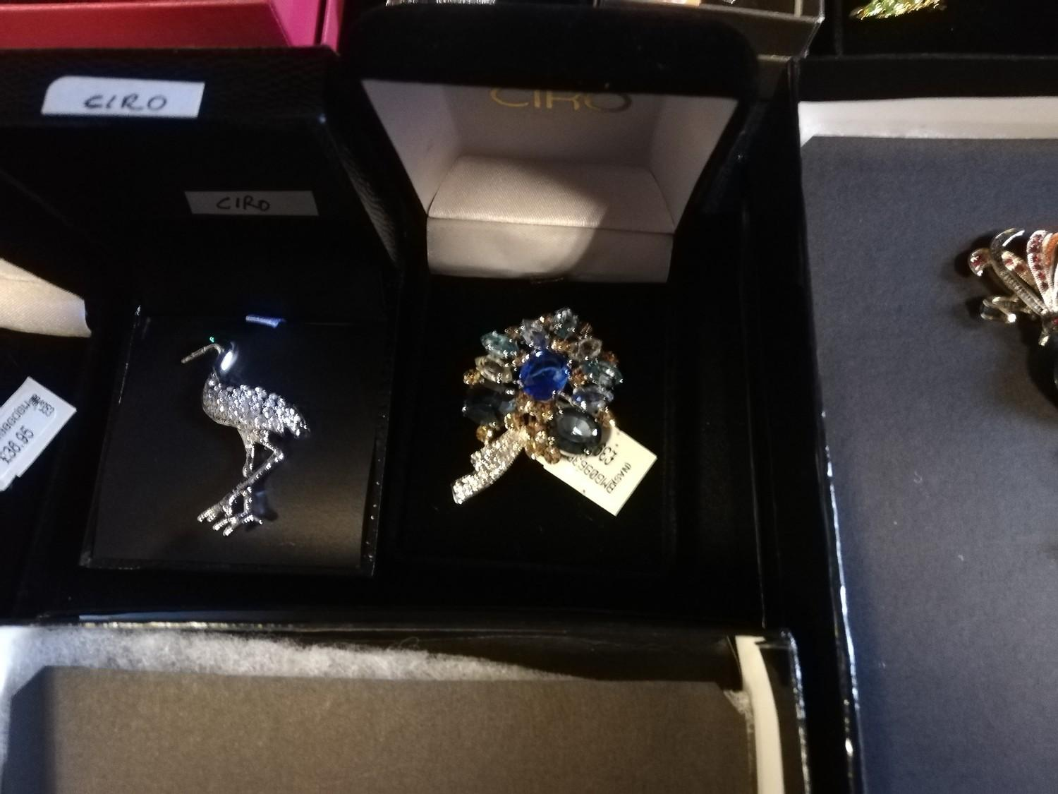 Collection of Ciro brooches inc pig, beehive with bees, cow, birds & turtle + 2 empty bags - Image 7 of 11