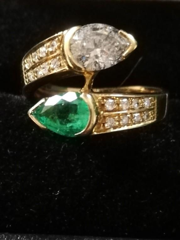 Emerald and Diamond pear shaped stones crossover ring - Image 2 of 4