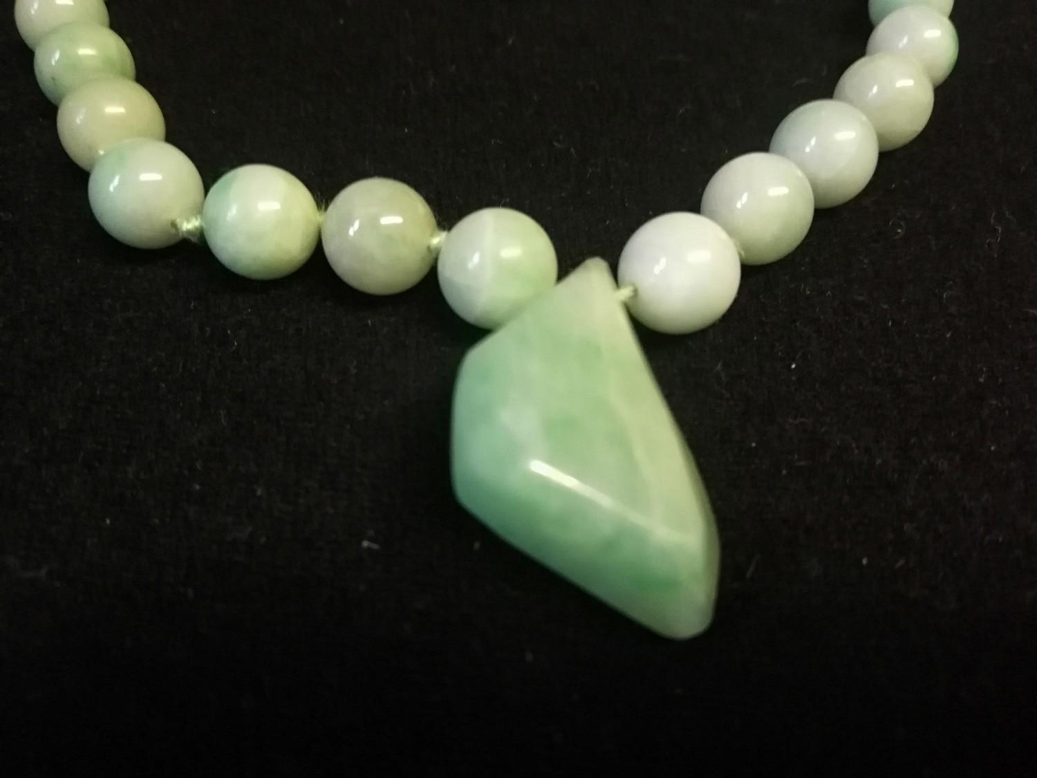 """Green jade necklace in original retail box - Imrie & Lawrence, Lahore & Simla, India -length 28"""" - Image 2 of 3"""