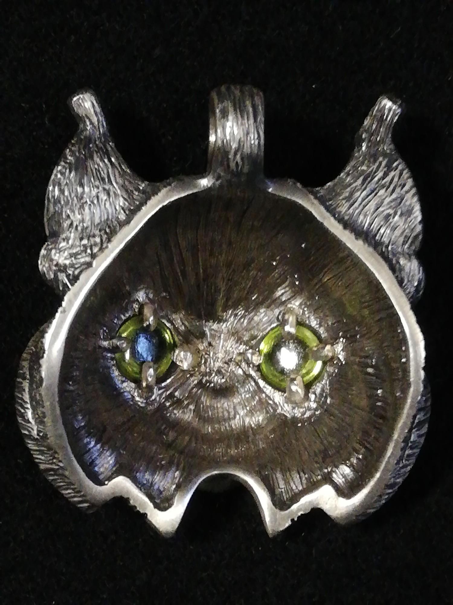 Argent Aqua Jewellery by Adrian Ashley unusual silver lynx pendant set with peridot eyes - Image 2 of 2