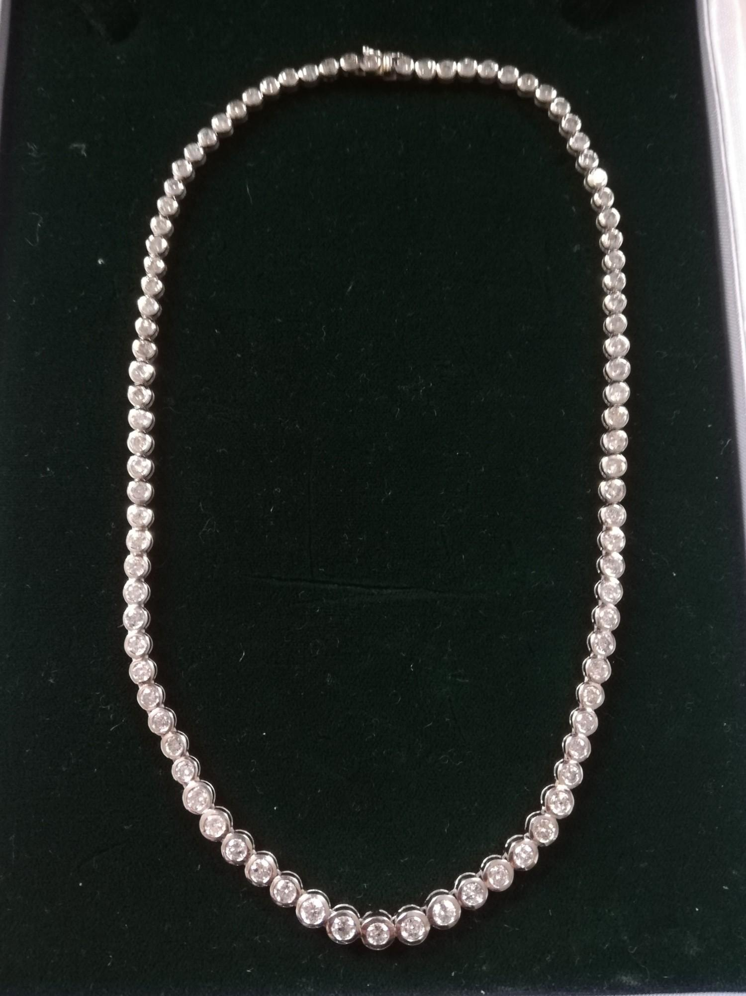 """18ct diamond 14"""" necklace 10ct in total"""