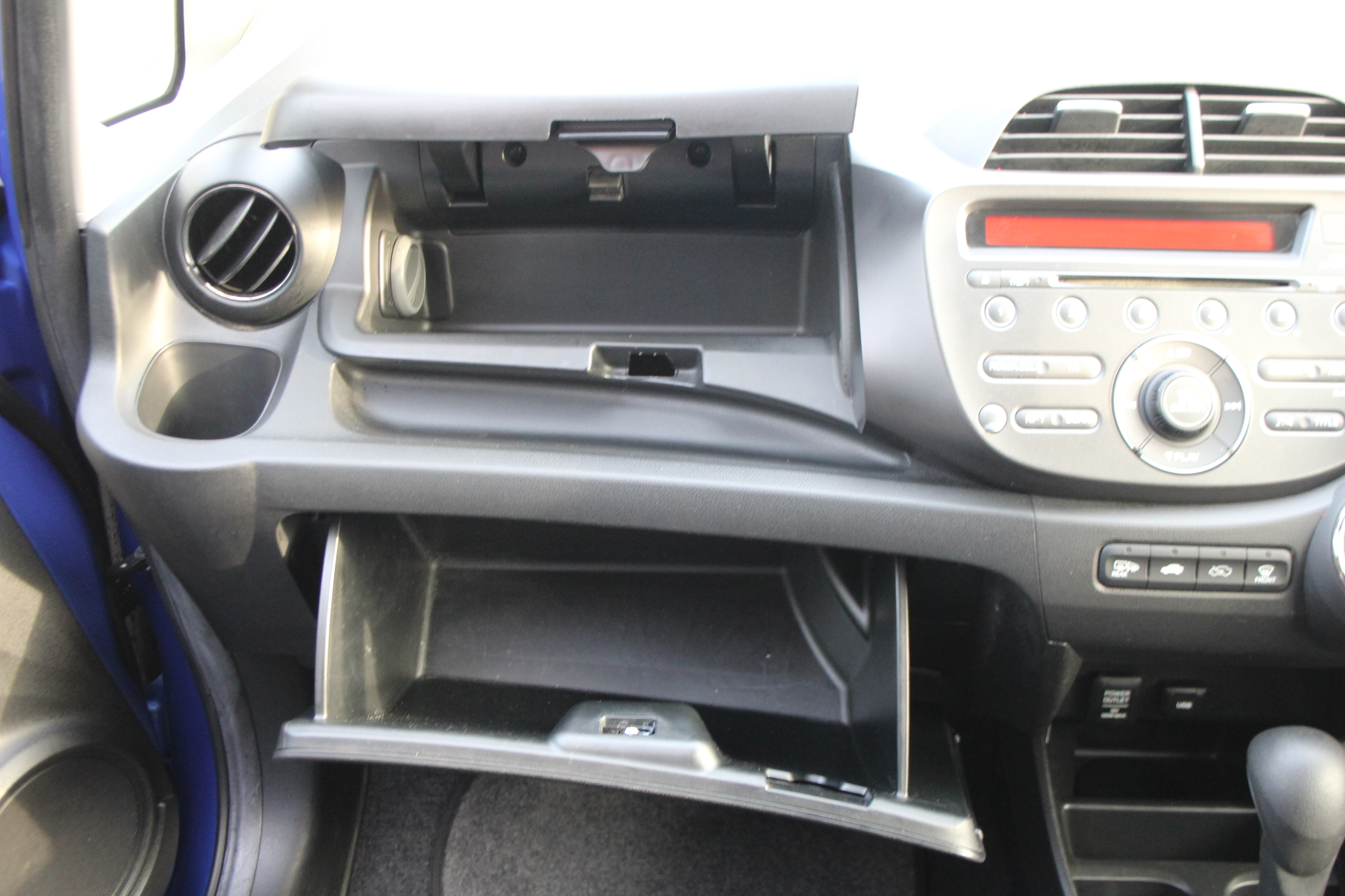 Lot 317 - A HONDA JAZZ FIVE-DOOR HATCHBACK MOTOR CAR in metallic blue, automatic transmission, 1300cc petrol
