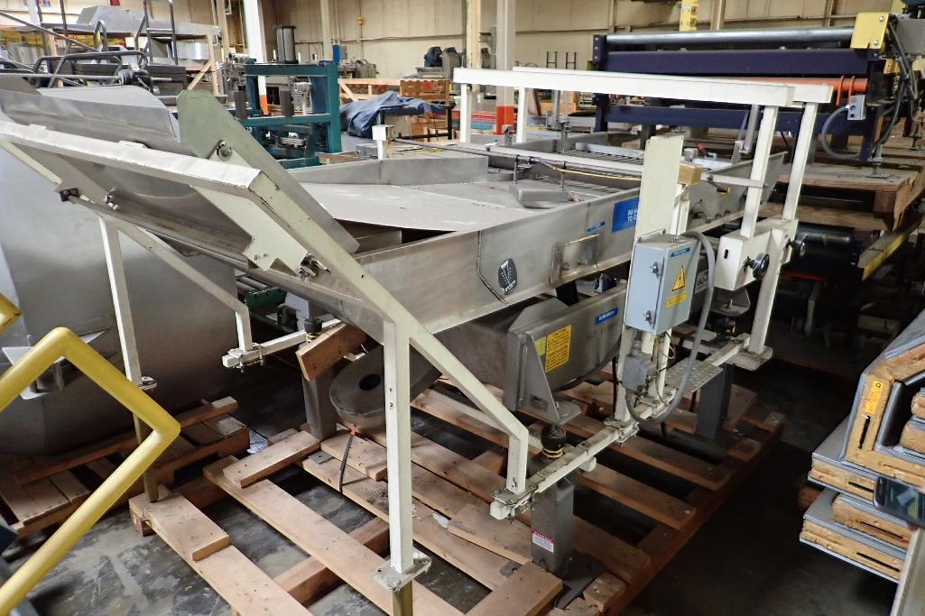 Lot 45 - Key iso-flo vibratory conveyor, SS bed 108 in. long x 39 in. wide x 48 in. tall, SS frame, mild stee