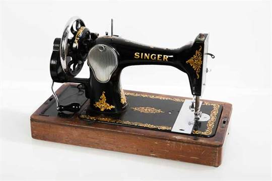 EARLY 40TH CENTURY SINGER SEWING MACHINE With Handcrank Handle Impressive Early Singer Sewing Machine