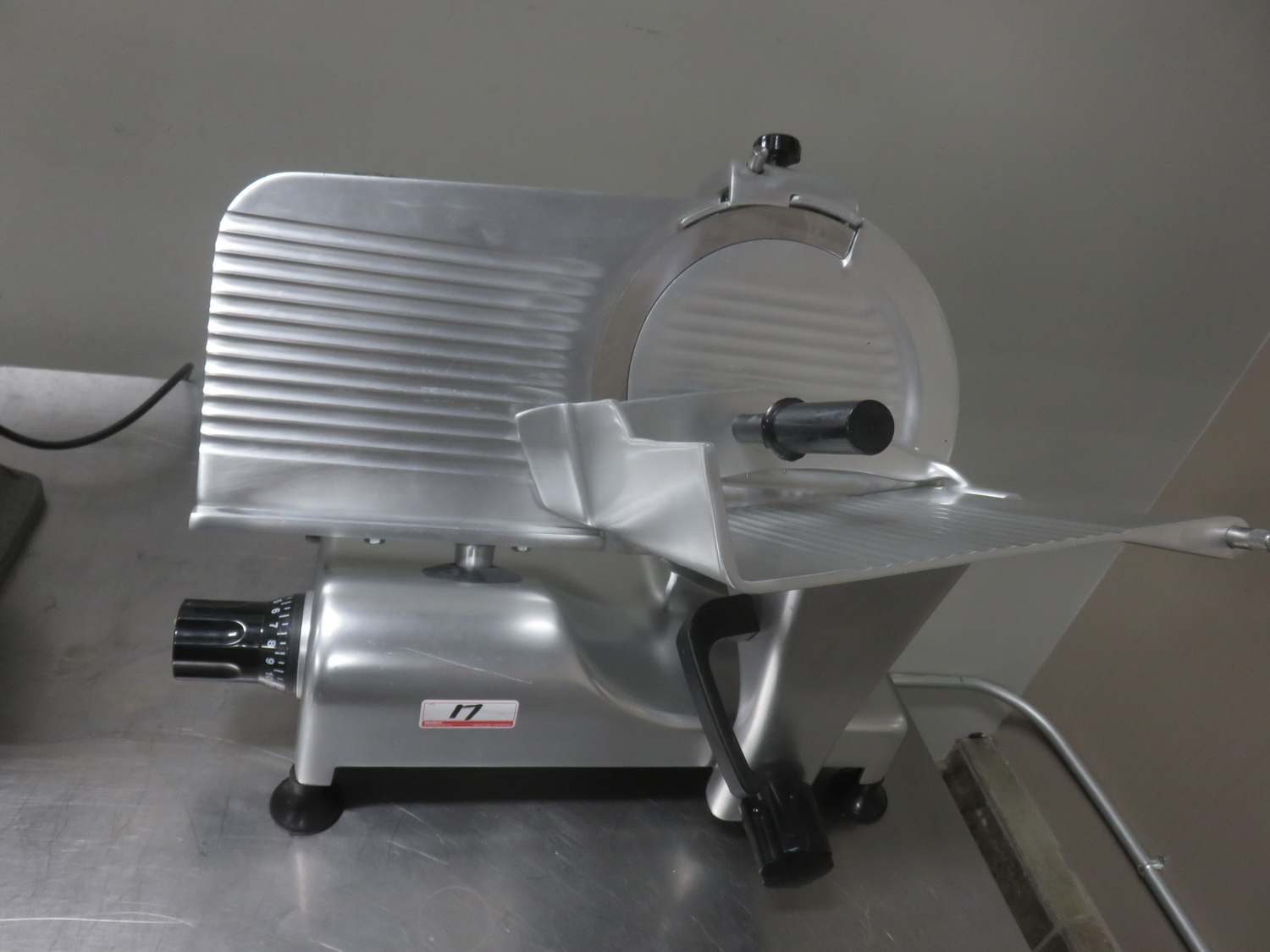 "GLOBE G12 12"" GRAVITY FEED SLICER"