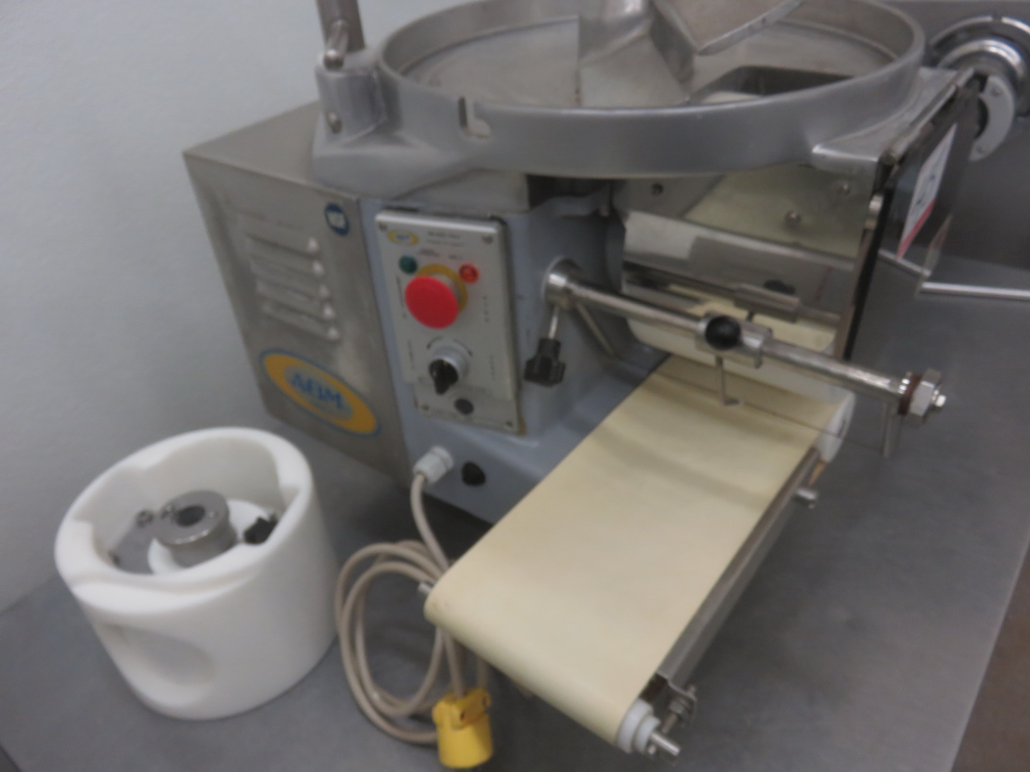 ABM F2000 AUTOMATIC PATTY FORMER / BURGER MACHINE (115V) (MISSING TOP CYLINDER RING) - Image 2 of 2