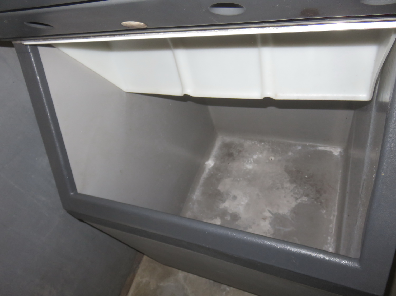 "SCOTSMAN ICE CUBE MACHINE W/ HTB555 30"" STORAGE BIN - Image 2 of 2"