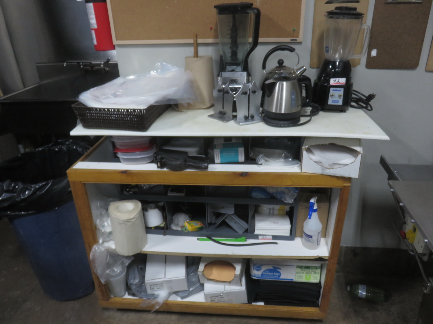 LOT - BLENDERS, COFFEE MACHINES, GARBAGE BAGS, & ACCESSORIES W/ SHELF