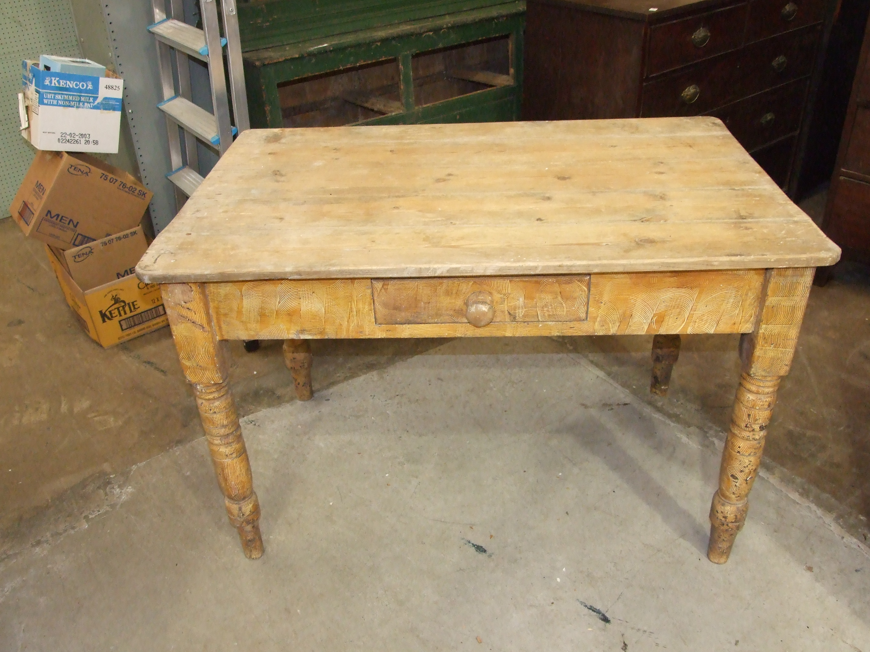 Lot 6 - A pine kitchen table the rectangular top above a frieze drawer, on grained turned legs, 118.5 x 77cm
