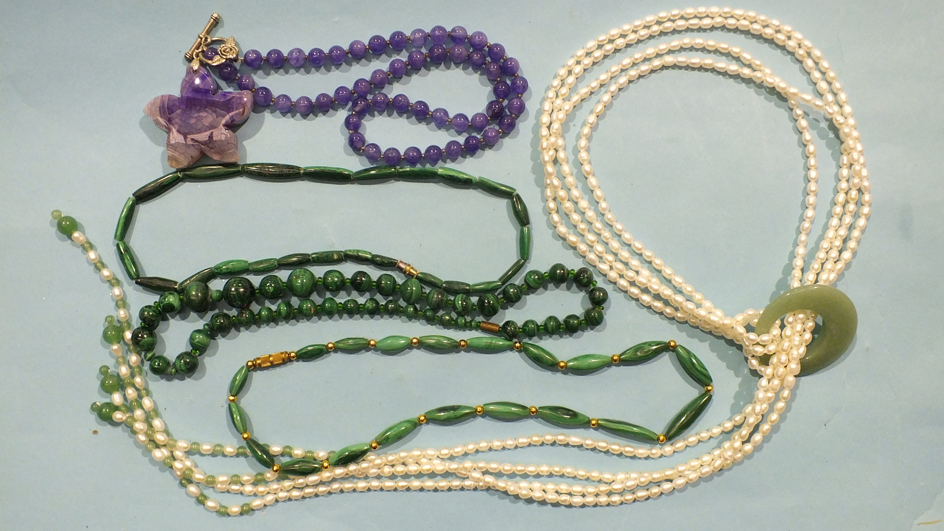 Lot 197 - A necklace of freshwater pearls and aventurine quartz, three strings of malachite beads and an agate