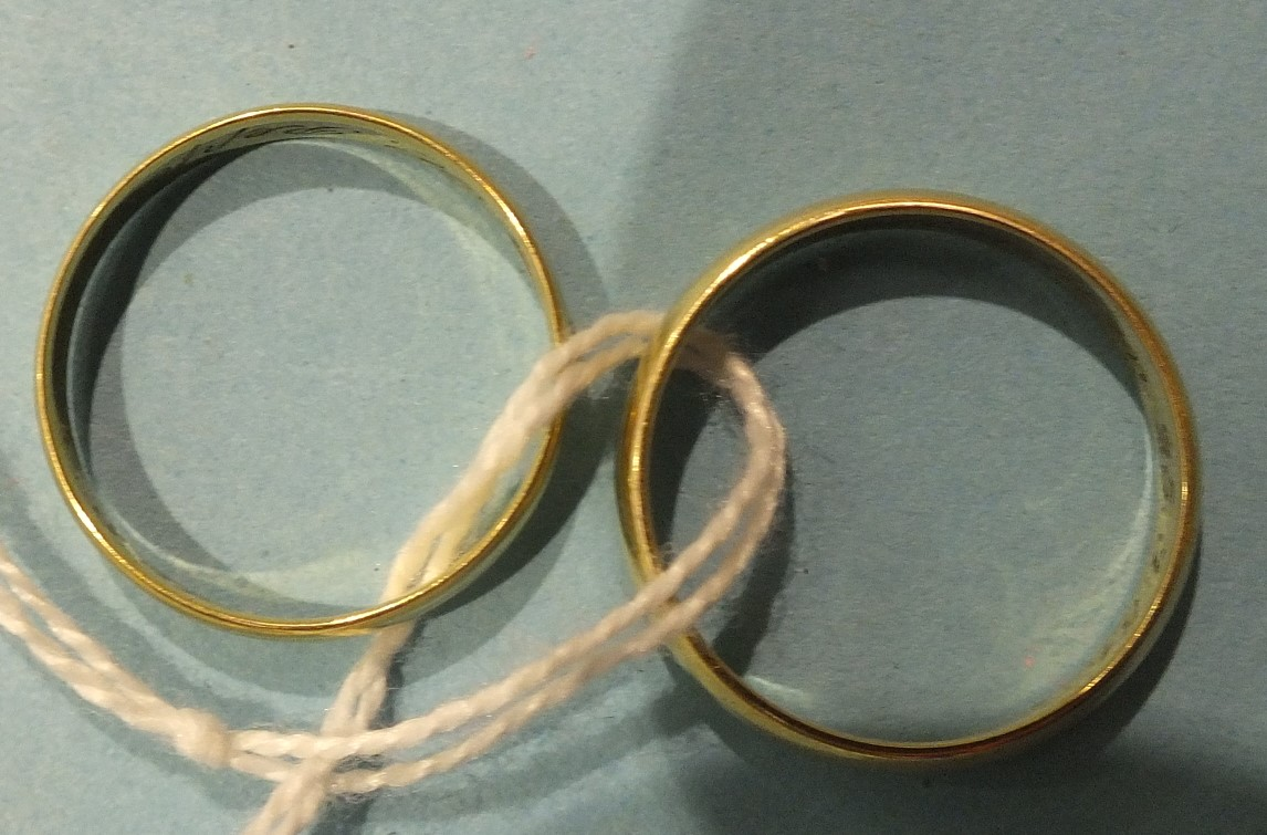 Lot 192 - Two 14ct yellow gold wedding bands, sizes R and S½, 4.8g.