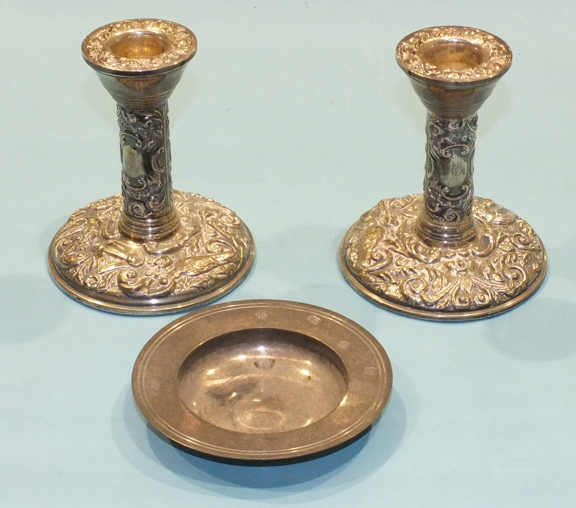 Lot 213 - A pair of modern foliate embossed short silver candlesticks, Birmingham 1980, 11cm high and a