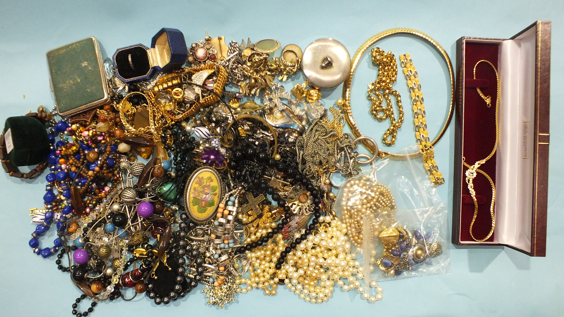 Lot 186 - A Trifari bracelet, a Monet chain necklace and other costume jewellery.