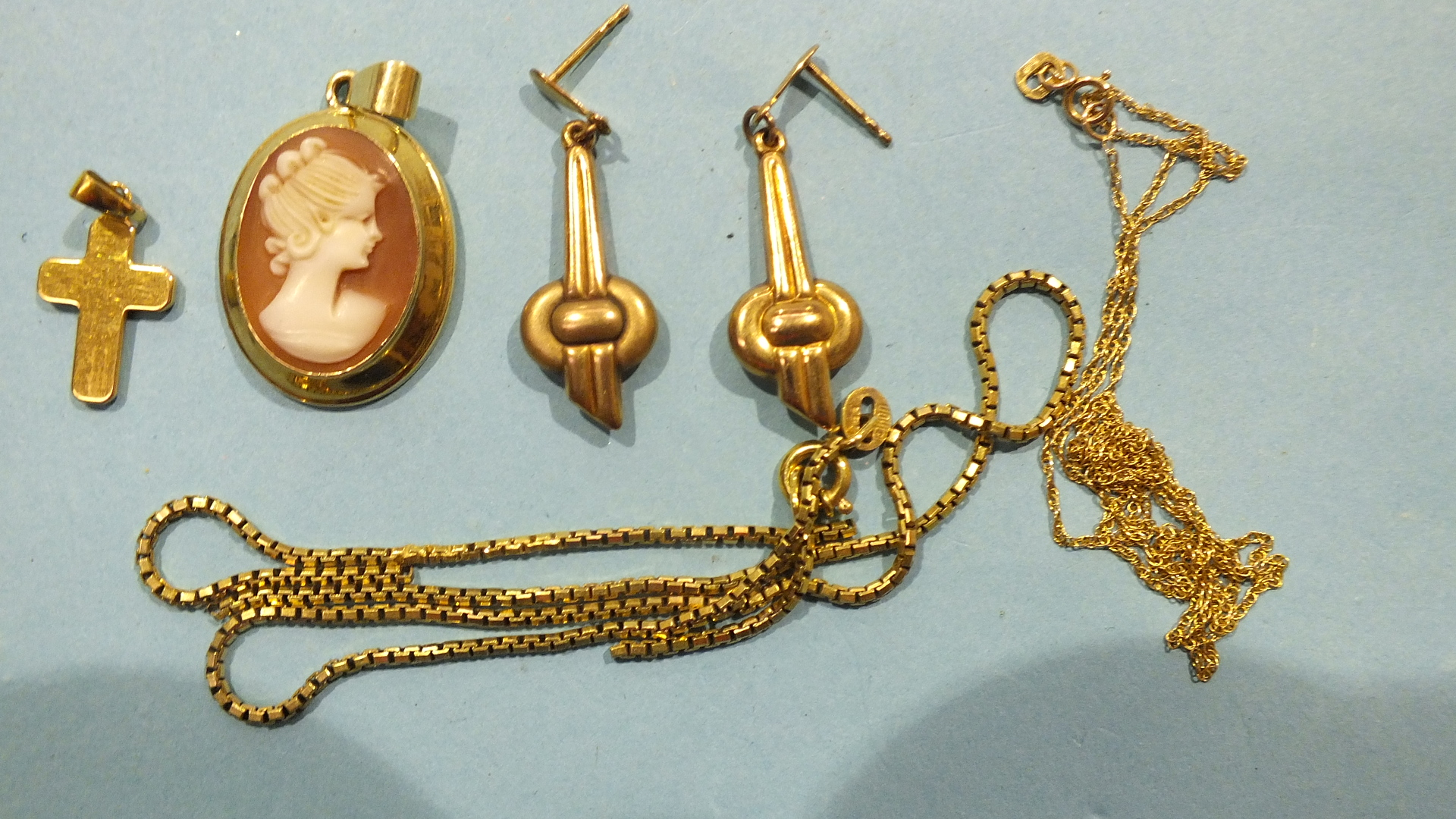 Lot 193 - A pair of earrings, a cross pendant and chain (af), all marked 333, 6.3g and a small 14ct gold