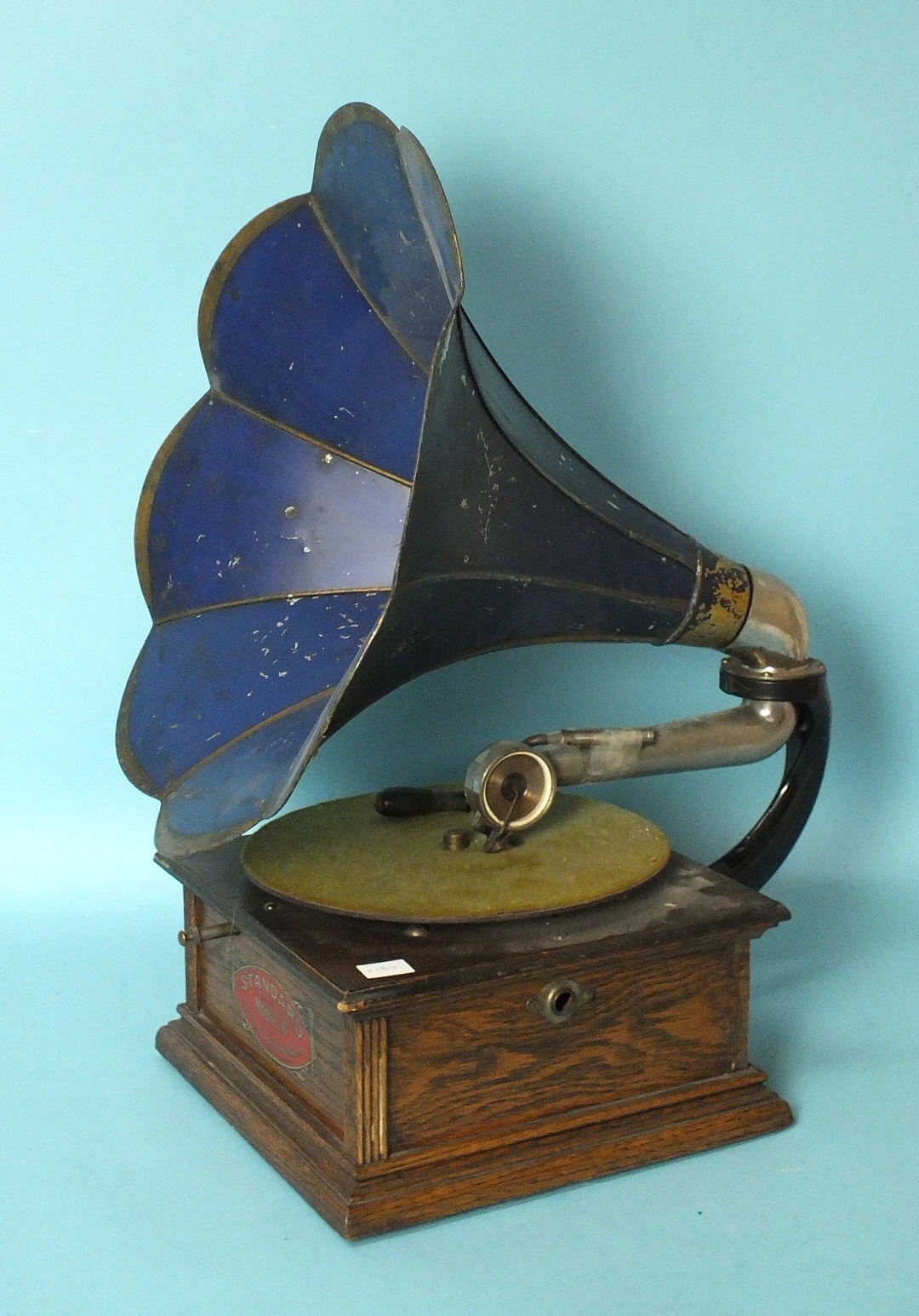 Lot 28 - An early-20th century Standard Talking Machine Co. Standard Model A horn table-top gramophone, the