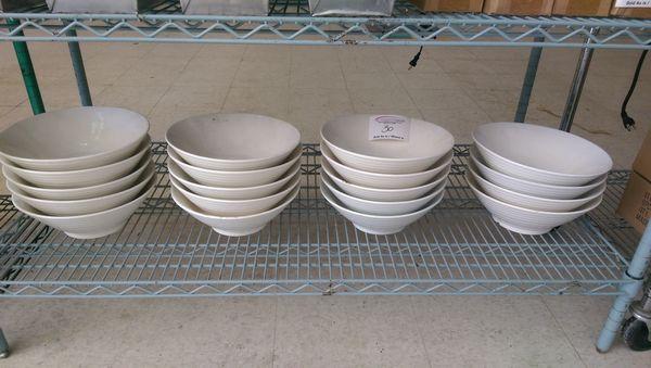 Lot 30 - 19 Large Bowls