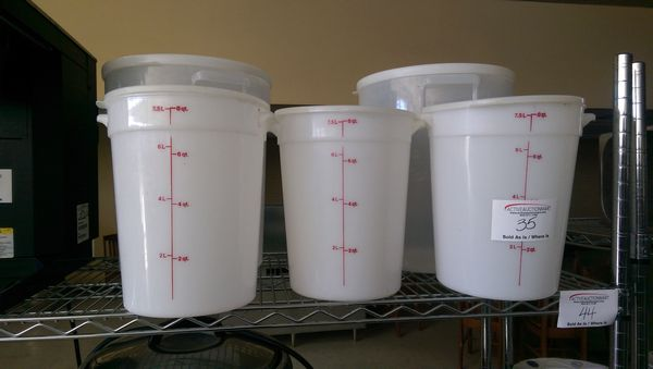 Lot 35 - 5 Large Food Storage Containers