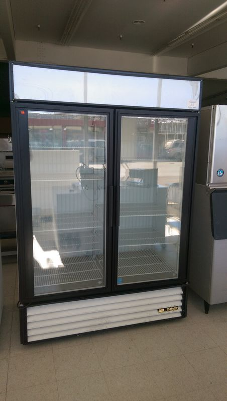Lot 37 - True 2 Door Display Freezer