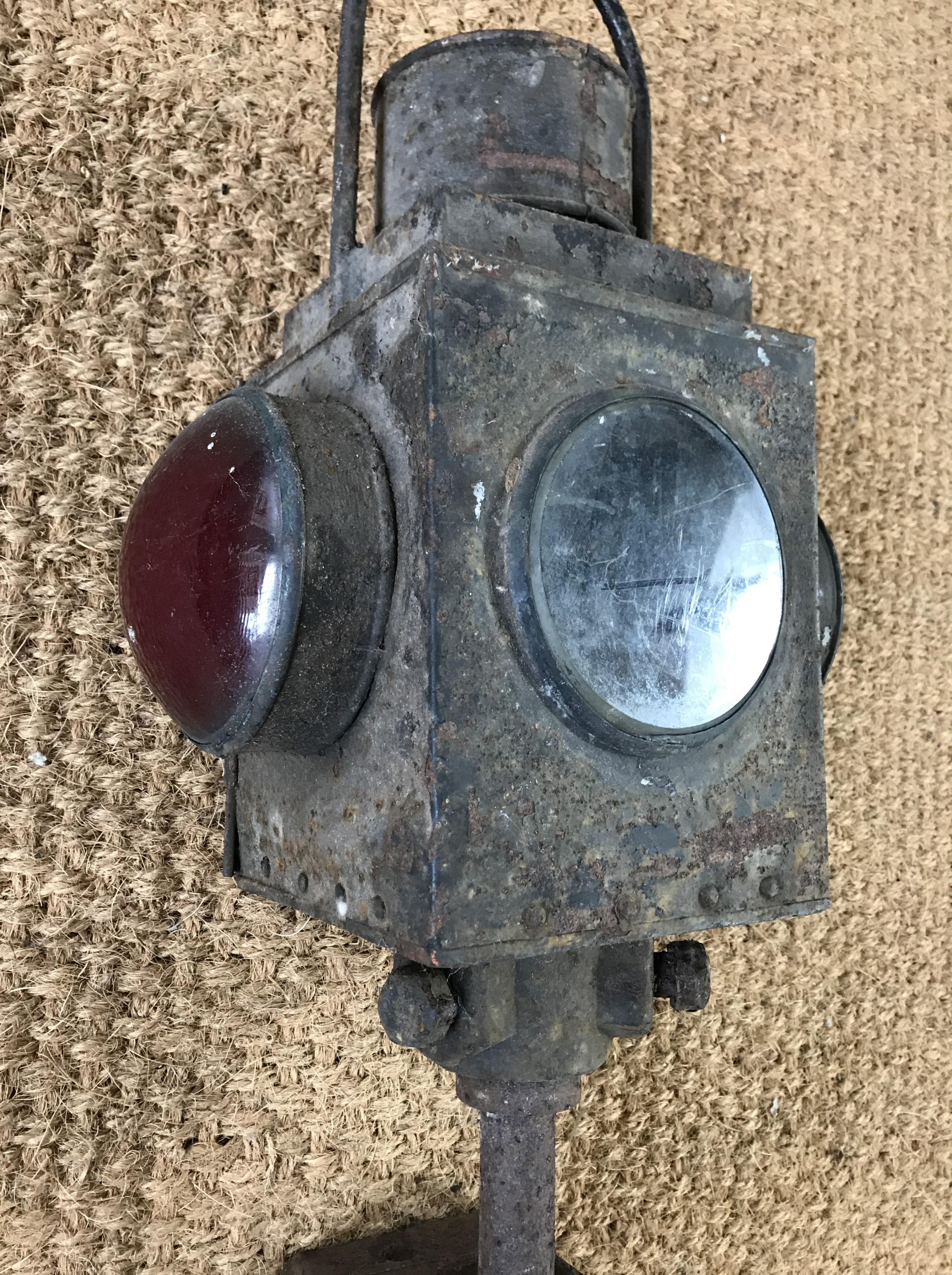 Lot 15 - A late 19th / early 20th Century railway level crossing oil / paraffin lamp and mount