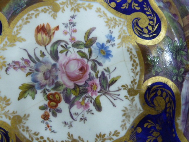 Late 18th/early 19th century porcelain plate centre painted with naturalistic floral bouquet, exotic - Image 3 of 3