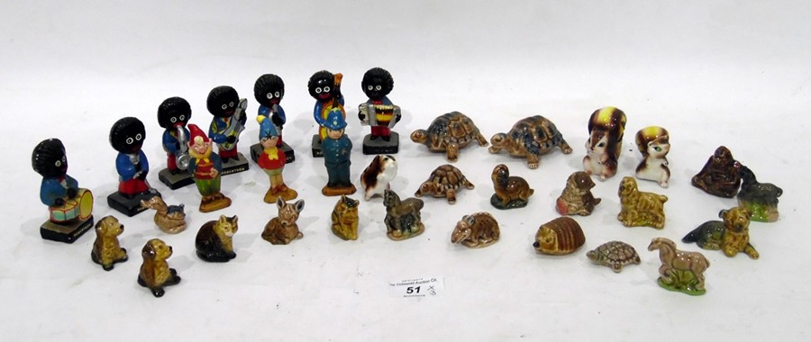 Quantity of miniature porcelain animals, to include Wade examples, a group of Robertson Gollies