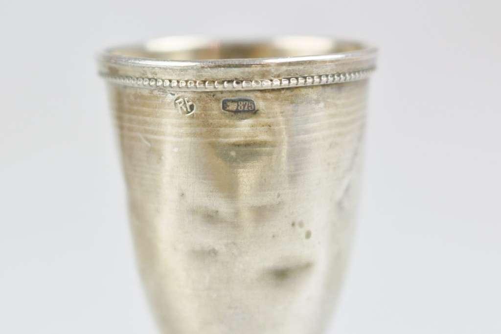 Vier Wodkabecher, Silber, Russland, Punze Kopf 875, jew. Kelch auf Schaft, div. Dekore. H.: ca. - Bild 3 aus 3