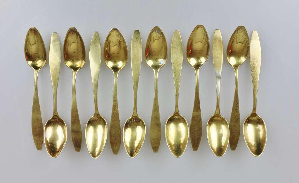 12 Moccalöffel, gestempelt 13 Lot, vergoldet, Herstellerzeichen: Loch, L.: 13,8 cm, Gewicht: ca. 137 - Bild 2 aus 3