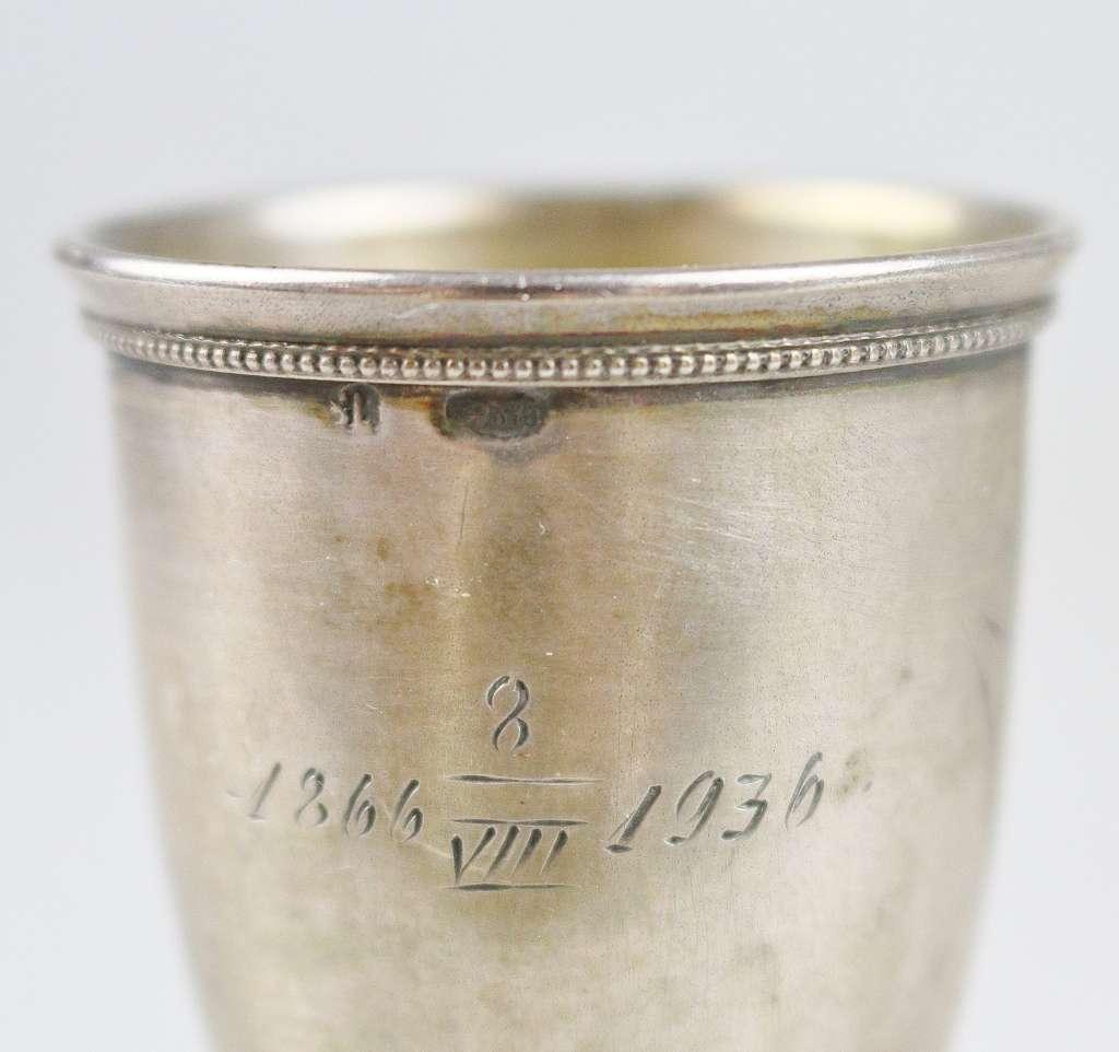 Vier Wodkabecher, Silber, Russland, Punze Kopf 875, jew. Kelch auf Schaft, div. Dekore. H.: ca. - Bild 2 aus 3