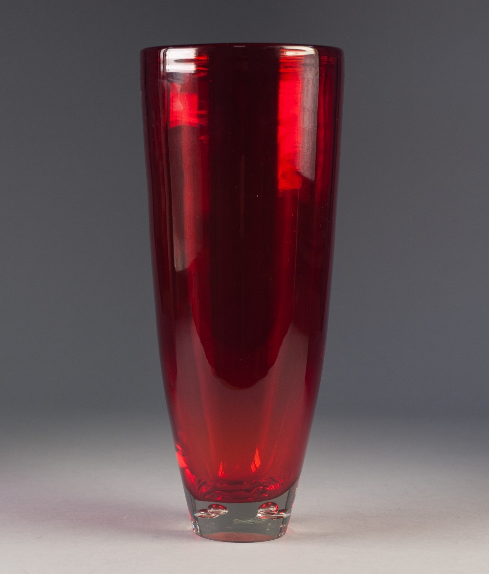 Lot 34 - MID TWENTIETH CENTURY RED GLASS VASE, of slender, slightly tapering for, with four bubble inclusions