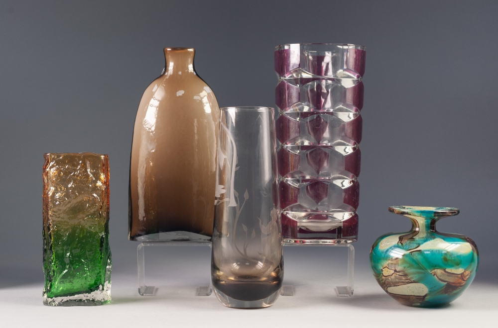 Lot 51 - FIVE STYLISH MID TWENTIETH CENTURY AND LATER GLASS VASES, comprising: FADING AMBER/ GREEN BARK