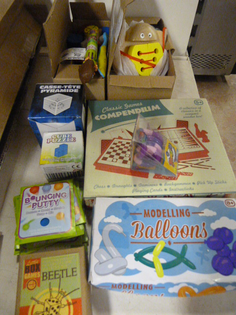Lot 121 - *Quantity of Toys, Games and Puzzles