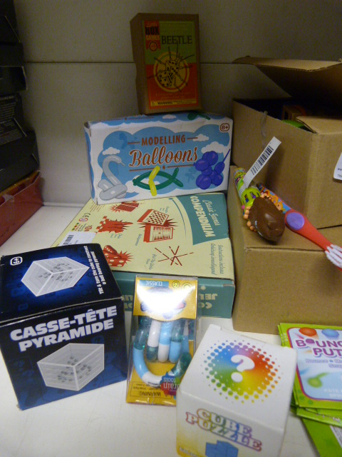 Lot 142 - *Quantity of Toys, Games and Puzzles