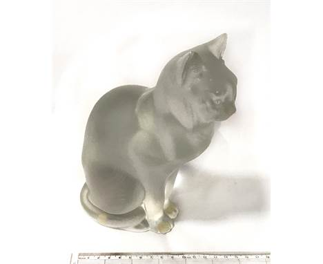 LALIQUE SEATED CAT IN EXCELLENT CONDITION - HEIGHT 20.5CM, WIDTH 6.5CM & DEPTH 14CM