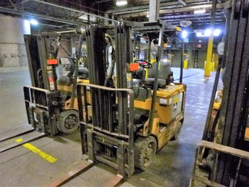 Caterpillar fork lift truck, mod. EC25K, ser. no. A3EC230462, 48V electric, 4450 lbs cap., 188 in.