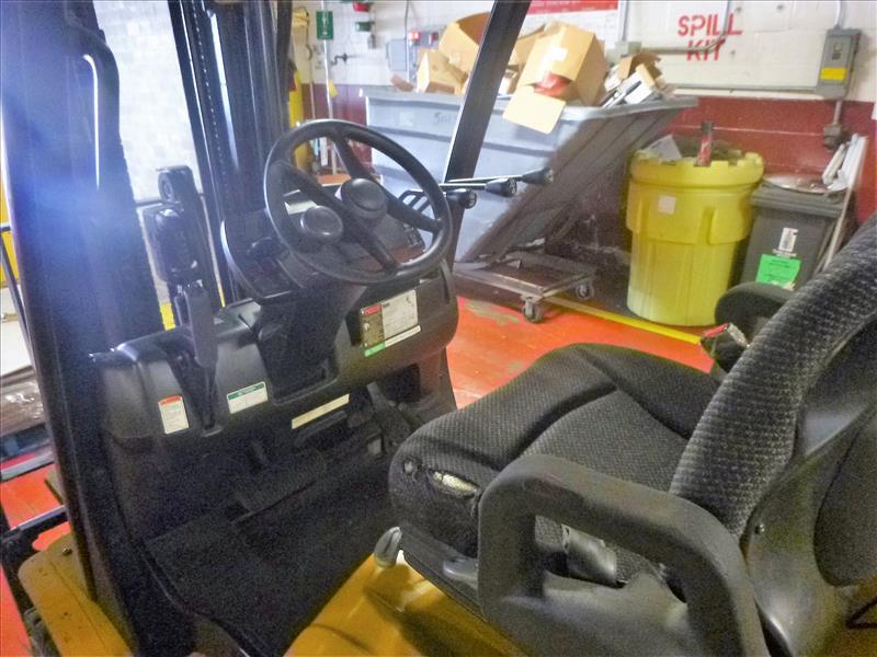 Yale fork lift truck, mod. GLC060VXNDAQ084, ser. no. C910V01937N, LPG, 4000 lbs cap., 240 in. lift - Image 3 of 4
