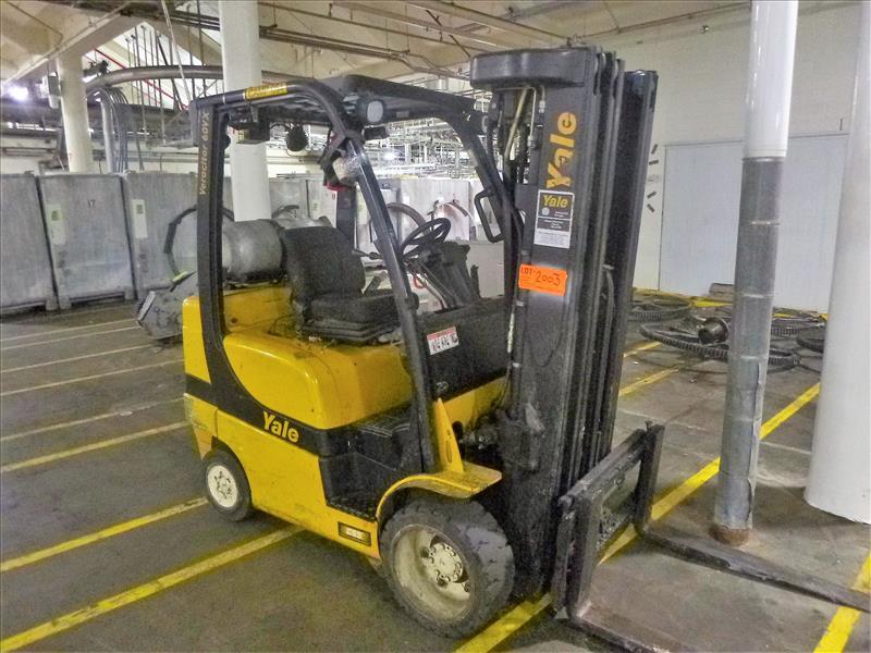 Yale fork lift truck, mod. GLC060VXNVSQ084, ser. no. A910V21260K, LPG, 4000 lbs cap., 240 in. lift