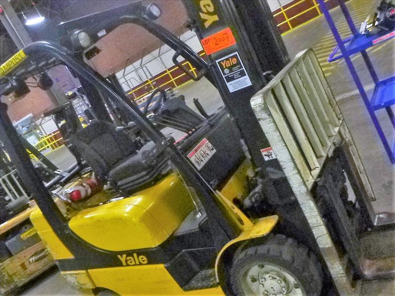 Yale fork lift truck, mod. GLC060VXNSEE085, ser. no. A910V14300G, LPG, 5500 lbs cap., 181 in. lift