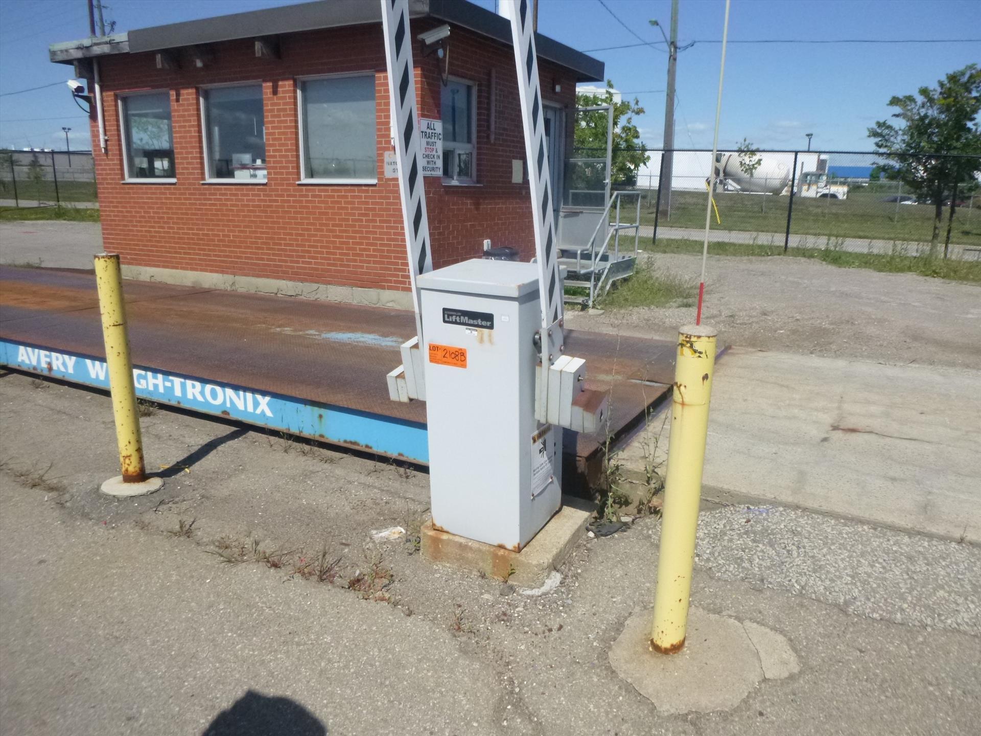 Lot 2108B - (2) Chamberlain LiftMaster boom barrier gates, mod. MAT-DC-BB3 [Material Handling]