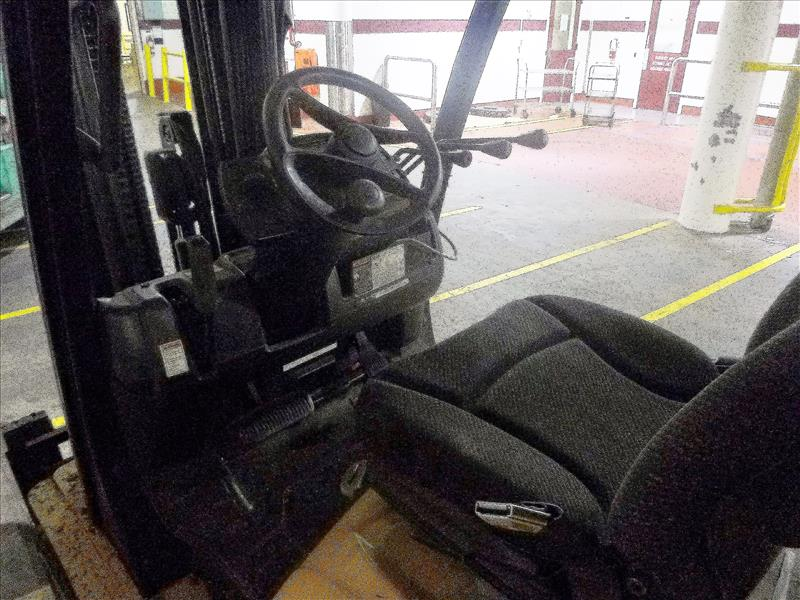 Yale fork lift truck, mod. GLC060VXNVSQ084, ser. no. A910V21260K, LPG, 4000 lbs cap., 240 in. lift - Image 3 of 4