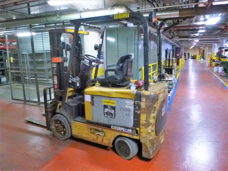 Caterpillar fork lift truck, mod. EC30K, ser. no. A3EC310283, 48V electric, 5650 lbs cap., 188 in. - Image 2 of 4