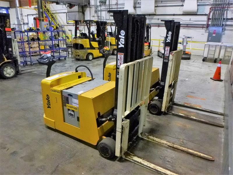 Yale walk-behind fork lift truck, mod. MCW030LEN24TV072, ser. no. C819N02988P, 24V electric, 3000 - Image 2 of 3