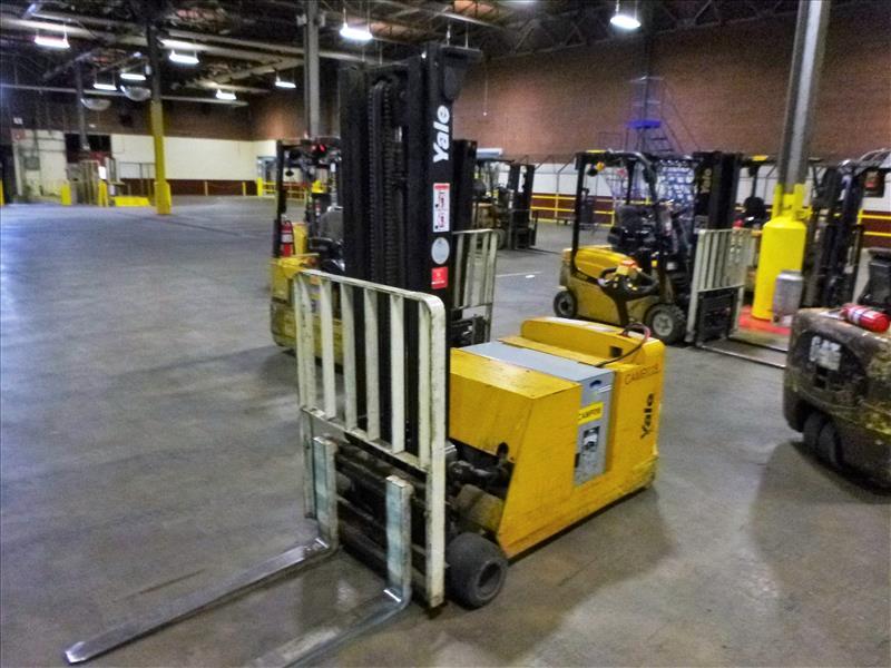 Yale walk-behind fork lift truck, mod. MCW040LEN24TV072, ser. no. C819N01591B, 24V electric, 3700 - Image 2 of 3
